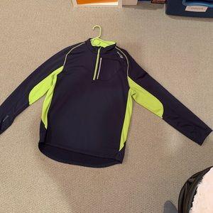 Nice Saucony quarter zip pullover